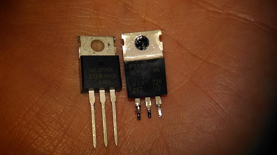 Новый транзистор IRL3705N для нагрева стола и старый STP55NF06L с китайского Ramps 1.4